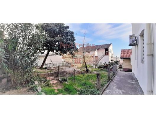 Stüdyo verandada Igalo ile, Karadağ satılık evler, Karadağ da satılık daire, Karadağ da satılık daireler