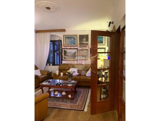 Kotor Eski Kenti'nde üç yatak odalı dubleks, Dobrota da ev fiyatları, Dobrota satılık ev fiyatları, Dobrota da ev almak