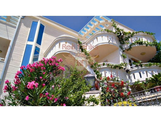 Muhteşem manzaralı ev, Dobra Voda'da, Karadağ satılık ev, Karadağ satılık müstakil ev, Karadağ Ev Fiyatları