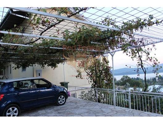 Evin alanı 195 m2, üç katlı, 363 m2'lik bir arsa.