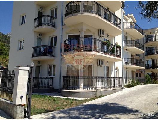 Kavac köyünde, Kotor'un eski kasabasının yakınlarında bulunan geniş daire.