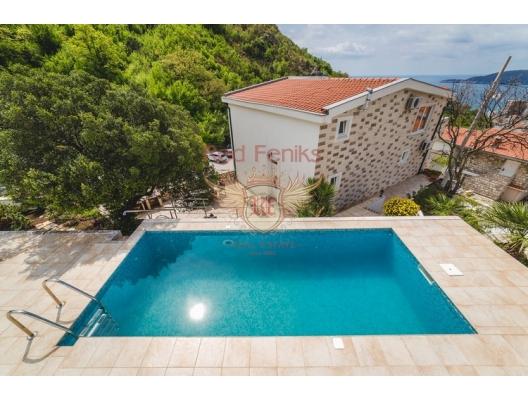 Magnificent House in Budva, Karadağ da satılık havuzlu villa, Karadağ da satılık deniz manzaralı villa, Becici satılık müstakil ev