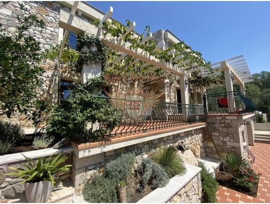 Prelepa kamena vila sa bazenom u Buljarici, Becici kuća kupiti, kupiti kuću u Crnoj Gori, kuća s pogledom na more u Crnoj Gori