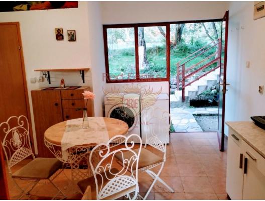 Kavac'ta büyük arsa ile ev, Karadağ da satılık havuzlu villa, Karadağ da satılık deniz manzaralı villa, Bigova satılık müstakil ev