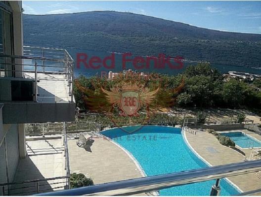 Dzhenovichi tatil köyünde bir kapı kompleksi içinde ayrı bir yatak odası ile satılık daire.