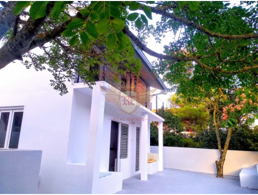 Yeni yenilenmiş özel havuzlu villa, Lustica Koyu'na (www.