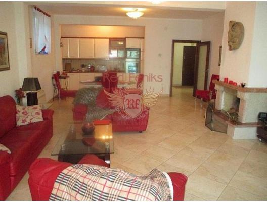İlk sahil şeridinde büyük daire, Kotor-Bay da ev fiyatları, Kotor-Bay satılık ev fiyatları, Kotor-Bay ev almak