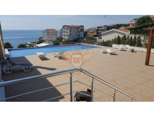 The total area of the villa is 200 m2, plot of 200 m2, located in a complex of 4 houses, each with a small plot of land.