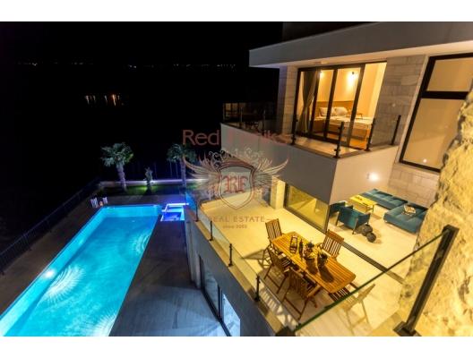 Montenegro Djenovici'de satılık muhteşem villa, Karadağ da satılık havuzlu villa, Karadağ da satılık deniz manzaralı villa, Dobrota satılık müstakil ev