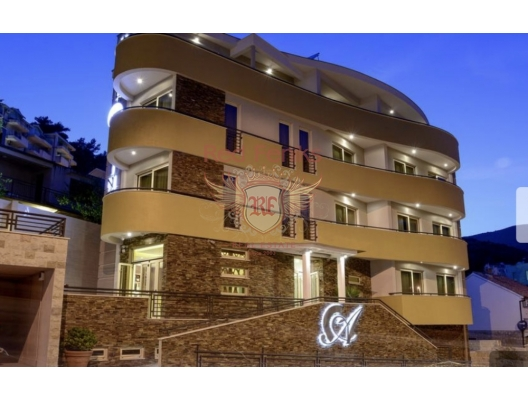 Hotel has 13 rooms of high category located on four floors, with views to the sea, of which 9 double rooms with extra beds and 4 studio apartments.