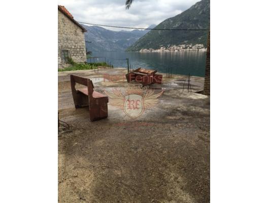 Stoliv Kıyı Şeridinde Tas Ev, Kotor-Bay satılık müstakil ev, Kotor-Bay satılık müstakil ev