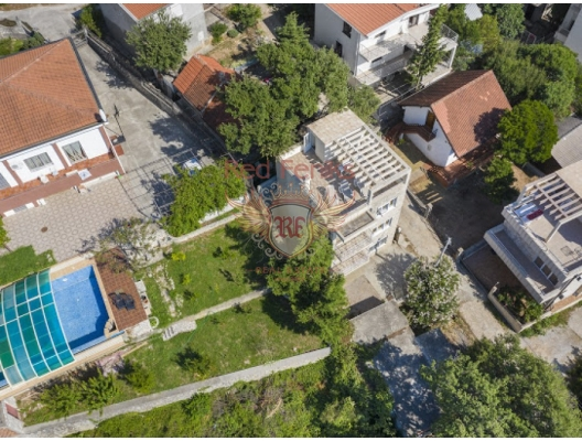 Three-storey House with Pot in the Resort town of Ratac in the Bar region, buy home in Montenegro, buy villa in Region Bar and Ulcinj, villa near the sea Bar