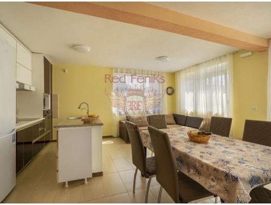 Bir tatil yerinde bir arsa ile ev Ratac, Karadağ da satılık havuzlu villa, Karadağ da satılık deniz manzaralı villa, Bar satılık müstakil ev