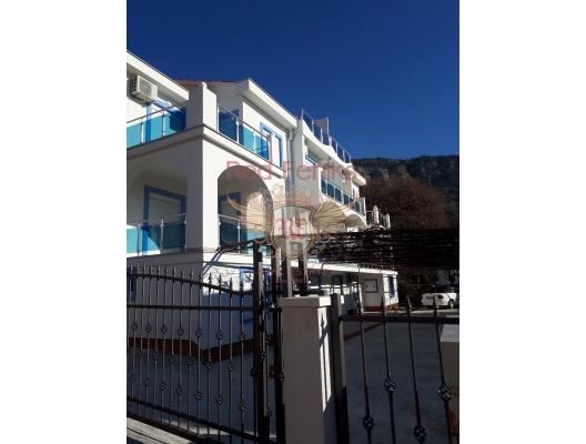 Budva'da muhteşem üç katlı bir ev, Region Budva satılık müstakil ev, Region Budva satılık müstakil ev