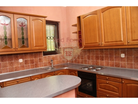 Kotor Körfesinde, Dobrota'da denize sıfır satılık Vila, Karadağ satılık ev, Karadağ satılık müstakil ev, Karadağ Ev Fiyatları