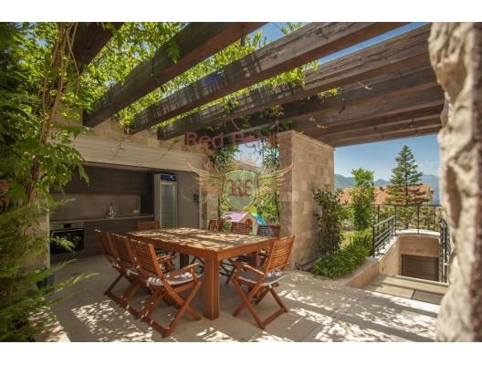 Boka Koyu'nda Deniz Manzaralı Lüks Vila, Kotor-Bay satılık müstakil ev, Kotor-Bay satılık müstakil ev