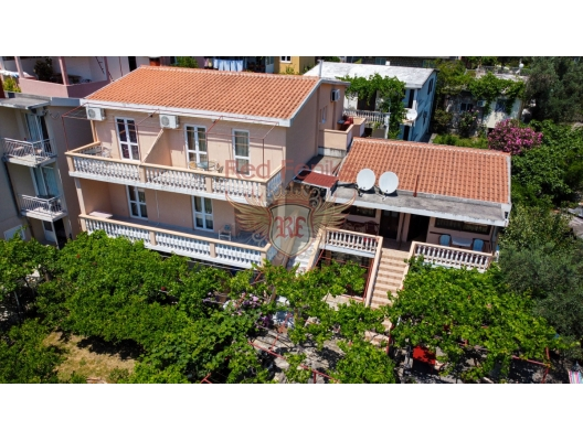 For sale beautifull villa with apartments in Buljarica.