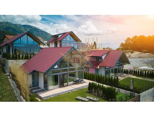 Tivat'ta özel arsa ile 12 özel anahtar teslimi ev ile satılık güzel köy.
