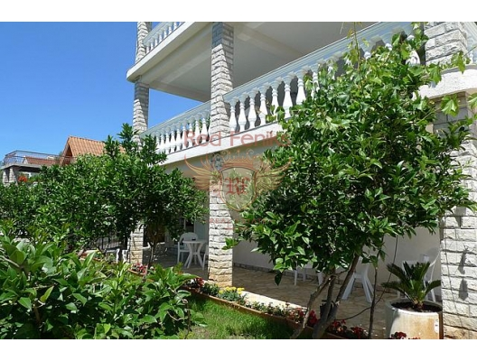 Great villa at the first coastline, property with high rental potential Herceg Novi, buy hotel in Baosici