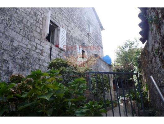Prcanj'de (Kotor) Denize Sıfır Taş Ev, Kotor-Bay satılık müstakil ev, Kotor-Bay satılık villa