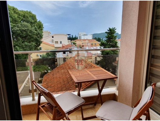 İki yatak odalı daire Budva, Karadağ Daire alanı 47 m2.