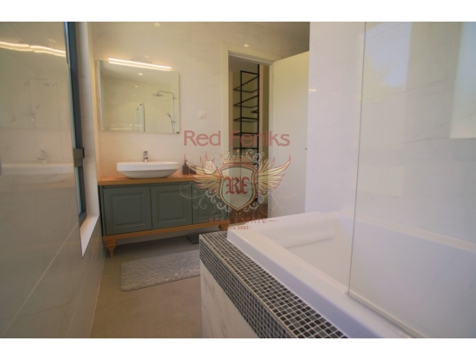 Two Bedroom Apartment In Tivat, hotel residence for sale in Region Tivat, hotel room for sale in europe, hotel room in Europe