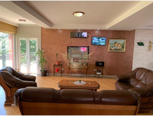 Cozy House in Bar with a Swimming pool in the Green Belt area, house near the sea Montenegro