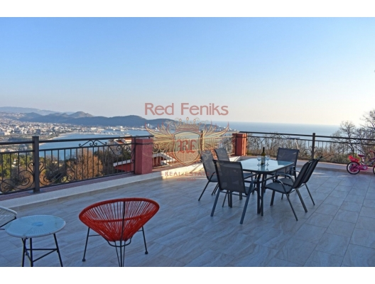 Three-storey house for sale with sea view House area 300 m2.