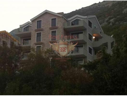 Panoramik Kotor Körfezi manzaralı lüks daireler.