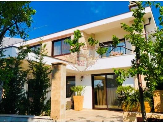 Kumlu bir plaja erişimi olan satılık yeni ev! 160m2 toplam alana sahip ev 300m2 arsa üzerinde yer almaktadır.
