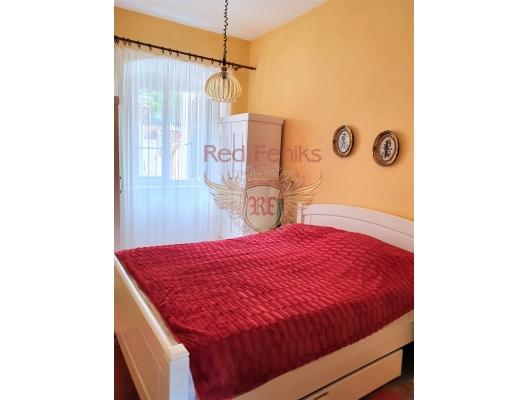 Kotor Eski Kent merkezinde üç yatak odalı daire, Dobrota dan ev almak, Kotor-Bay da satılık ev, Kotor-Bay da satılık emlak