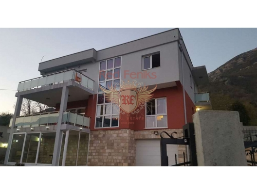 House in Sutomore is for sale.