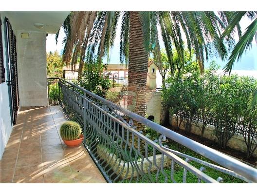 Great House on the First Line, Karadağ da satılık havuzlu villa, Karadağ da satılık deniz manzaralı villa, Dobrota satılık müstakil ev
