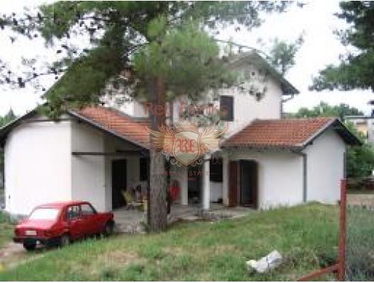 800 m2'lik arsa üzerinde 150 m2'lik Tivat'ta aile evi.