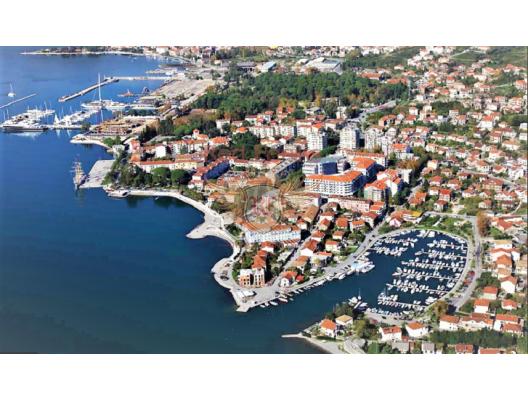 Tivat'ta satılık yeni konforlu daire plaja 500 m.