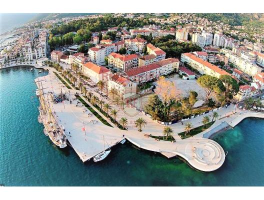 Urgent sale! Luxury apartment for sale 100 meters from Porto Montenegro.