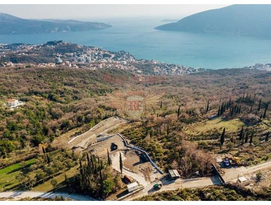 Herceg Novi yakınlarındaki Trebeshin kasabasında satılık şehirsel arsa.