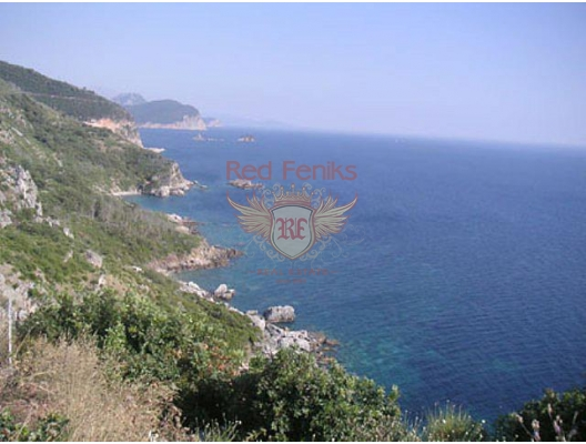 For sale exclusive plot on the first line for the construction of a private villa.