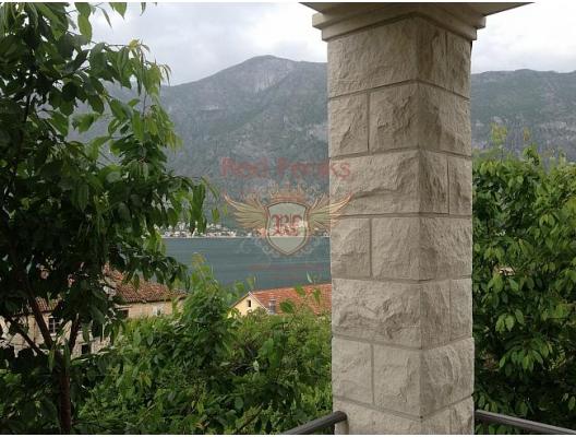 Bir tek yatak odalı geniş daire, Kotor Körfezi'ndeki en yeşil bölgelerden biri olan Prcani'de yeni bir evdedir.