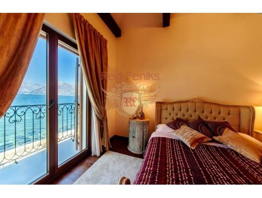 Ön cephedeki Dobrota'daki villalar, Karadağ da satılık havuzlu villa, Karadağ da satılık deniz manzaralı villa, Dobrota satılık müstakil ev