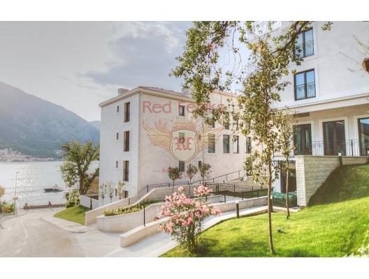 Ön cephedeki Dobrota'daki villalar, Dobrota satılık müstakil ev, Dobrota satılık müstakil ev, Kotor-Bay satılık villa