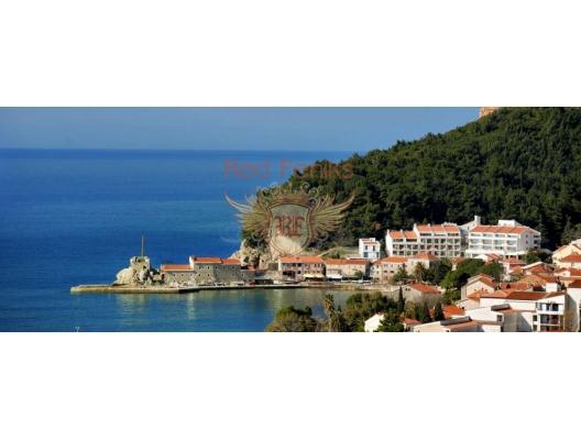 Satılık iki yatak odalı daire Petrovac, Budva Riviera, Karadağ.