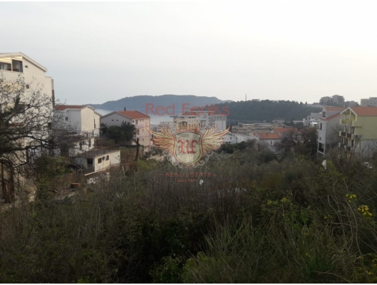 Budva Beçiçi'de Hotel Splendid'e 100 metre, denize 200 metre mesafede arsa.
