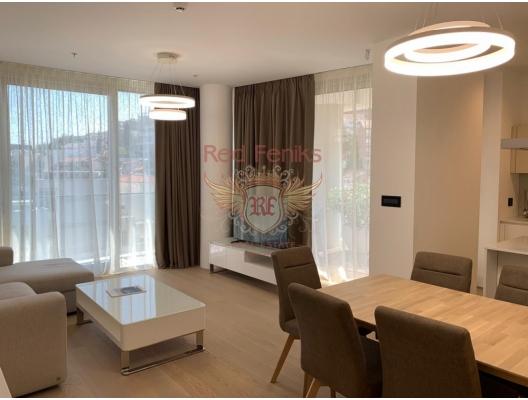 Budva'daki muhteşem iki yatak odalı daire, Karadağ'ın en güzel yerlerinden birinde, eski şehre yakın , dukley Marina'ya, kafelere ve plajdaki restoranlara sadece 100 metre mesafede yer almaktadır.