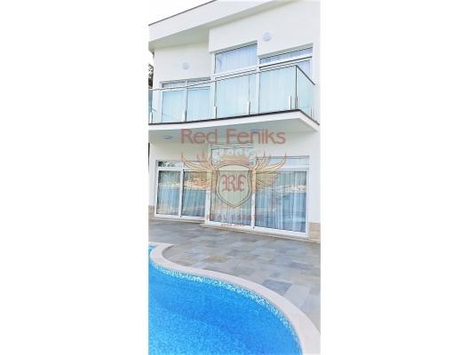 Herceg Novi, Njivice'de plajı ve havuzlu lüks villa, Karadağ satılık ev, Karadağ satılık müstakil ev, Karadağ Ev Fiyatları