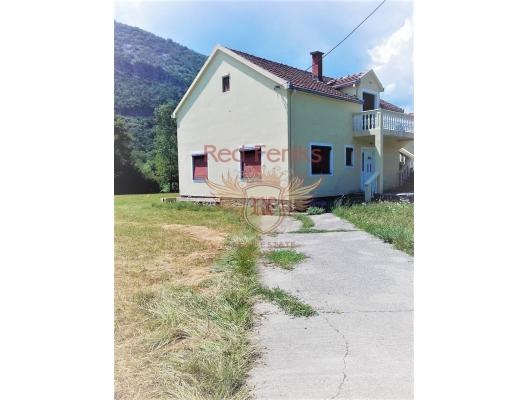 House with a large plot in Danilovgrad, buy home in Montenegro, buy villa in Central region, villa near the sea Cetinje