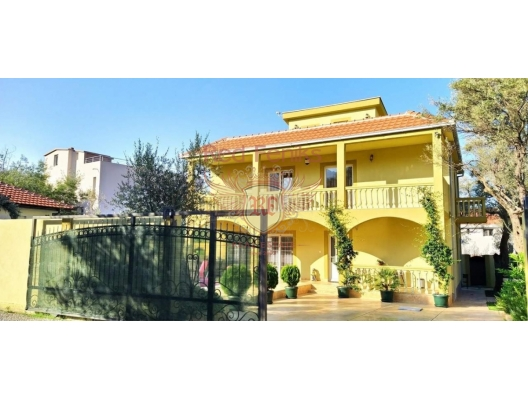 New beautiful house with a swimming pool, city of Bar, house near the sea Montenegro