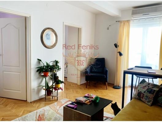 Zu verkaufen Zwei-Zimmer-Wohnung im Zentrum von Budva.