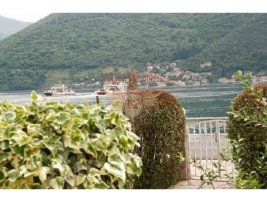 House with a large plot in Kamenari, 20 m from the sea, Baosici house buy, buy house in Montenegro, sea view house for sale in Montenegro